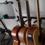 Gitary do wypożyczania.